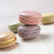 coloured_macarons_small_french_cakes_936887