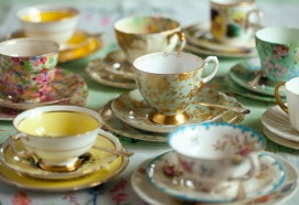 1-CATHY-ARMSTONG-on-how-to-host-an-afternoon-tea-party-landscape