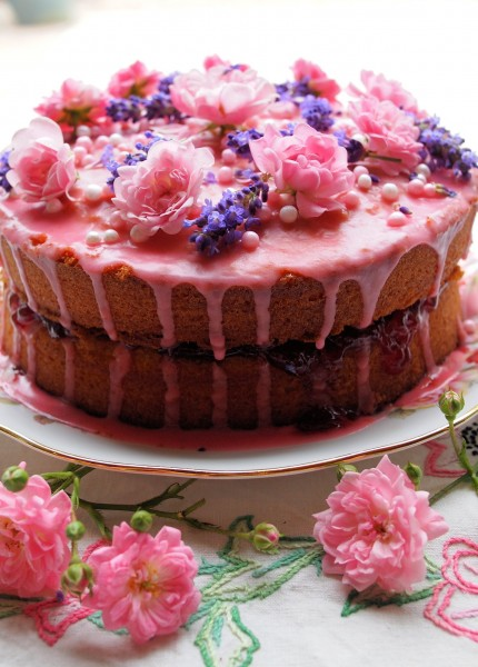 A-Very-Big-Birthday-Cake-for-Lavender-and-Lovage-Blogs-1st-Birthday-40-430x600
