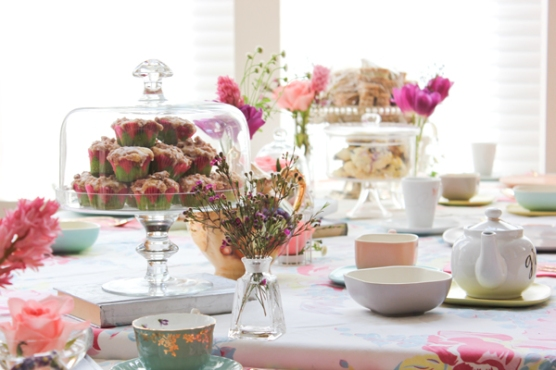 harpers_tea_party_muffins_flowers_2