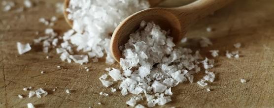 Maldon-Sea-Salt-and-wooden-spoon