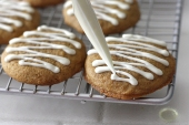 piping-on-white-chocolate